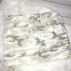 Sanctuary camo raw hem skirt size 31 new